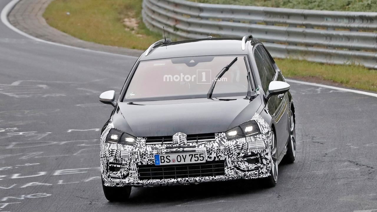 Makyajlı VW Golf R Variant casus fotoğrafları