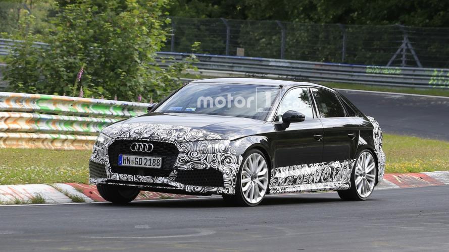 Audi RS3 Sedan, kameraya kaslarını gösteriyor
