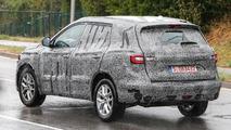 Second generation Renault Koleos spied on a rainy day