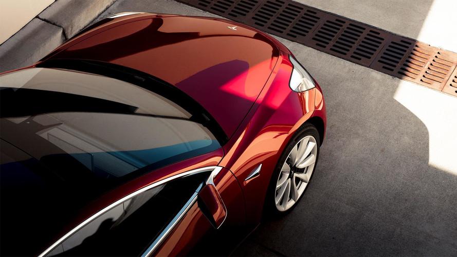 Q3: több mint 600 millió dollárt bukott a Tesla, tovább csúszik a Model 3 gyártása