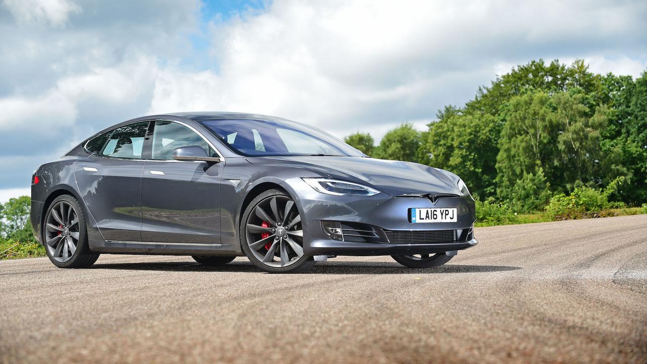 tesla autopilot update gives 1 000 cars self driving capabilities. Black Bedroom Furniture Sets. Home Design Ideas
