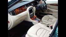Jaguar X-Type com motor V6 de 231 cv da rainha Elizabeth foi vendido por US$ 20 mil