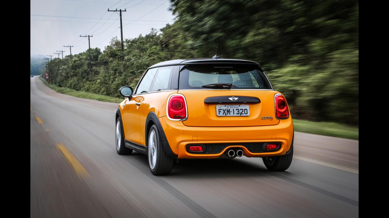 Mini Cooper S ganha série limitada com câmbio manual por R$ 99.950