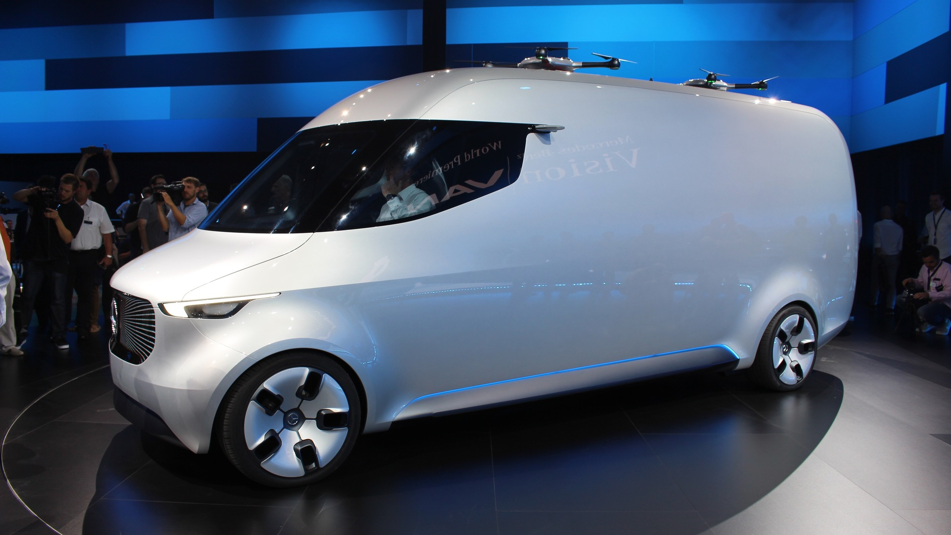 mercedes vision van concept marks renewed focus on commercial vehicles. Black Bedroom Furniture Sets. Home Design Ideas