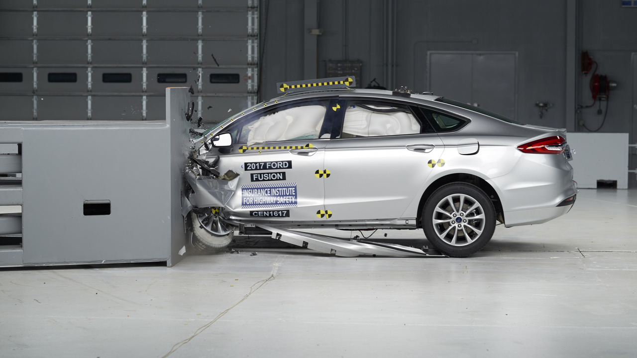 2017 Ford Fusion Crash Test
