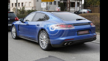Nuova Porsche Panamera Turbo e V6 , le foto spia