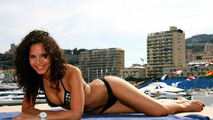 Girls elequently shows the weather in Monaco on Saturday