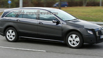Mercedes R-Class Facelift Prototype Spy Photo