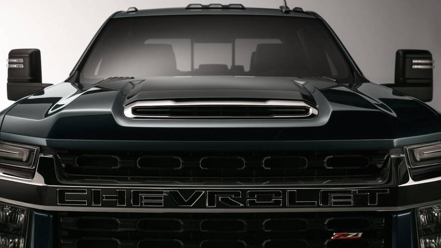 Chevrolet Silverado HD shows its big chrome face