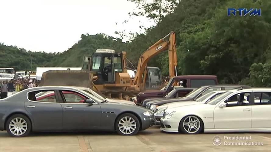 VIDÉO - Des voitures de prestige détruites aux Philippines