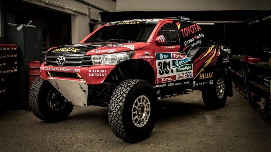 Toyota Gazoo 2017 Dakar Rallisi yolunda yeni ve farklı Hilux Evo'yu tanıttı