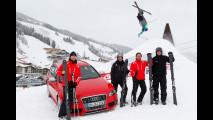 Una gara tra l'Audi S4 e gli sci Audi Carbon