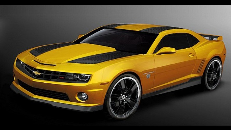 Um Chevrolet Camaro com a grife do filme Transformers