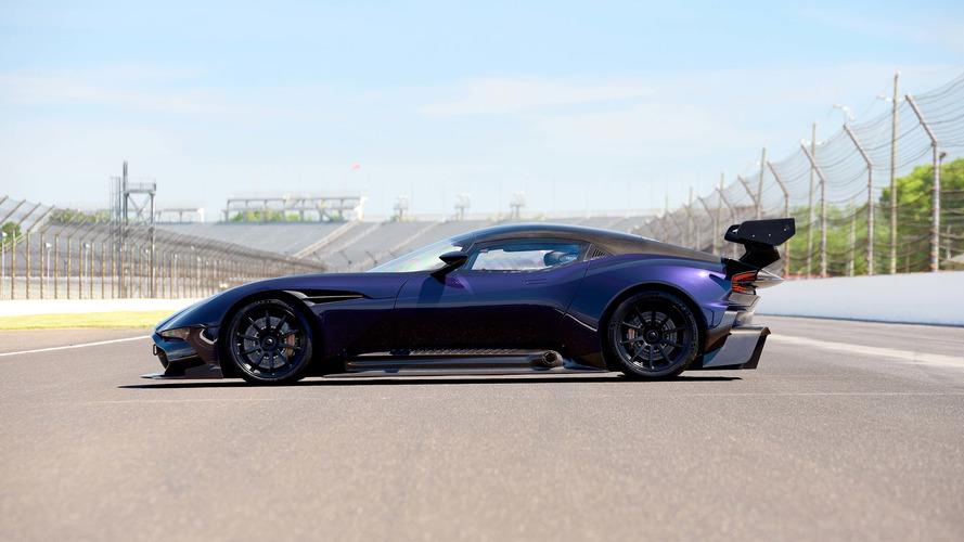 Mor Aston Martin Vulcan yine açık artırmada