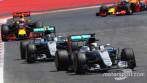 Lewis Hamilton, Mercedes AMG F1 W07 Hybrid on the formation lap