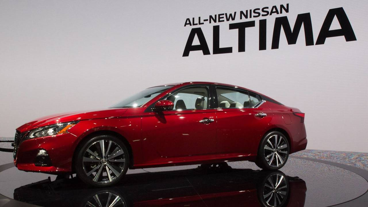 2019 nissan altima arrives in new york with sharper. Black Bedroom Furniture Sets. Home Design Ideas