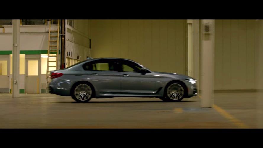 Clive Owen au volant de la nouvelle BMW Série 5 dans