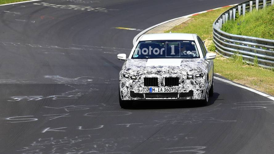 BMW 7 Series facelift spy photos