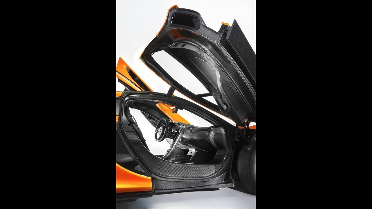 """McLaren P1 em belo """"ensaio"""" fotográfico no Bahrein - Veja fotos"""