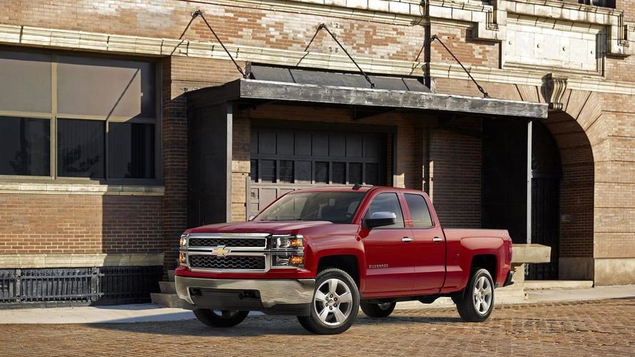 Chevrolet reveals 2015 Silverado Custom for Chicago Auto Show