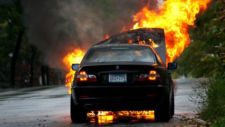 Tűzveszély miatt 1.4 millió autót hív vissza a BMW