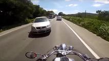 Ölümle burun buruna gelen motosikletliler