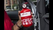 Extintor de incêndio deixa de ser obrigatório para automóveis no Brasil
