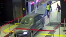 Rusya'da Havaalanına Giren Adam