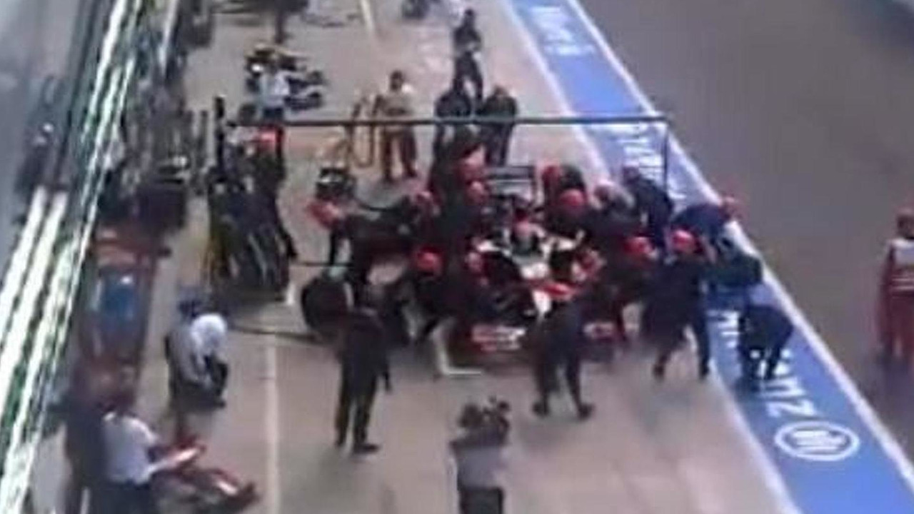 HRT mechanic knocked down during Sakon Yamamoto pitstop, Italian grand prix, 600, 12.09.2010