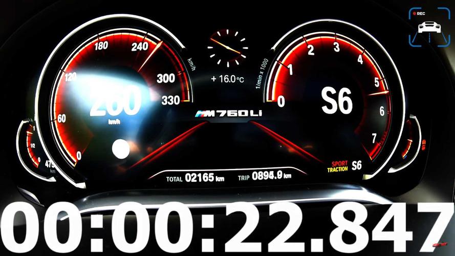 La BMW M760Li xDrive de 610 ch en pleine accélération