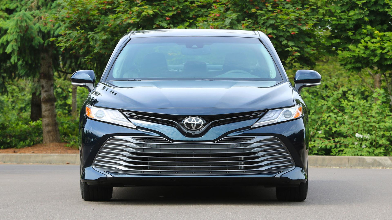 2018 toyota camry first drive the same as ever but better. Black Bedroom Furniture Sets. Home Design Ideas