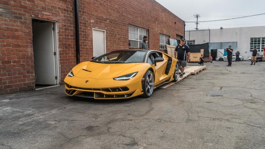 Elképesztő ok miatt hívnak vissza több Lamborghini Centenariót