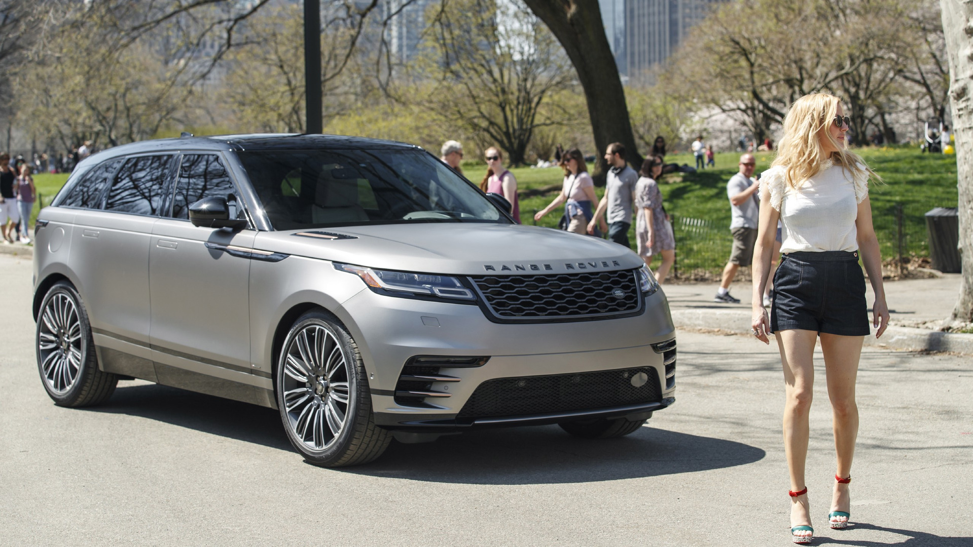 range rover velar makes u s debut with help from ellie goulding. Black Bedroom Furniture Sets. Home Design Ideas