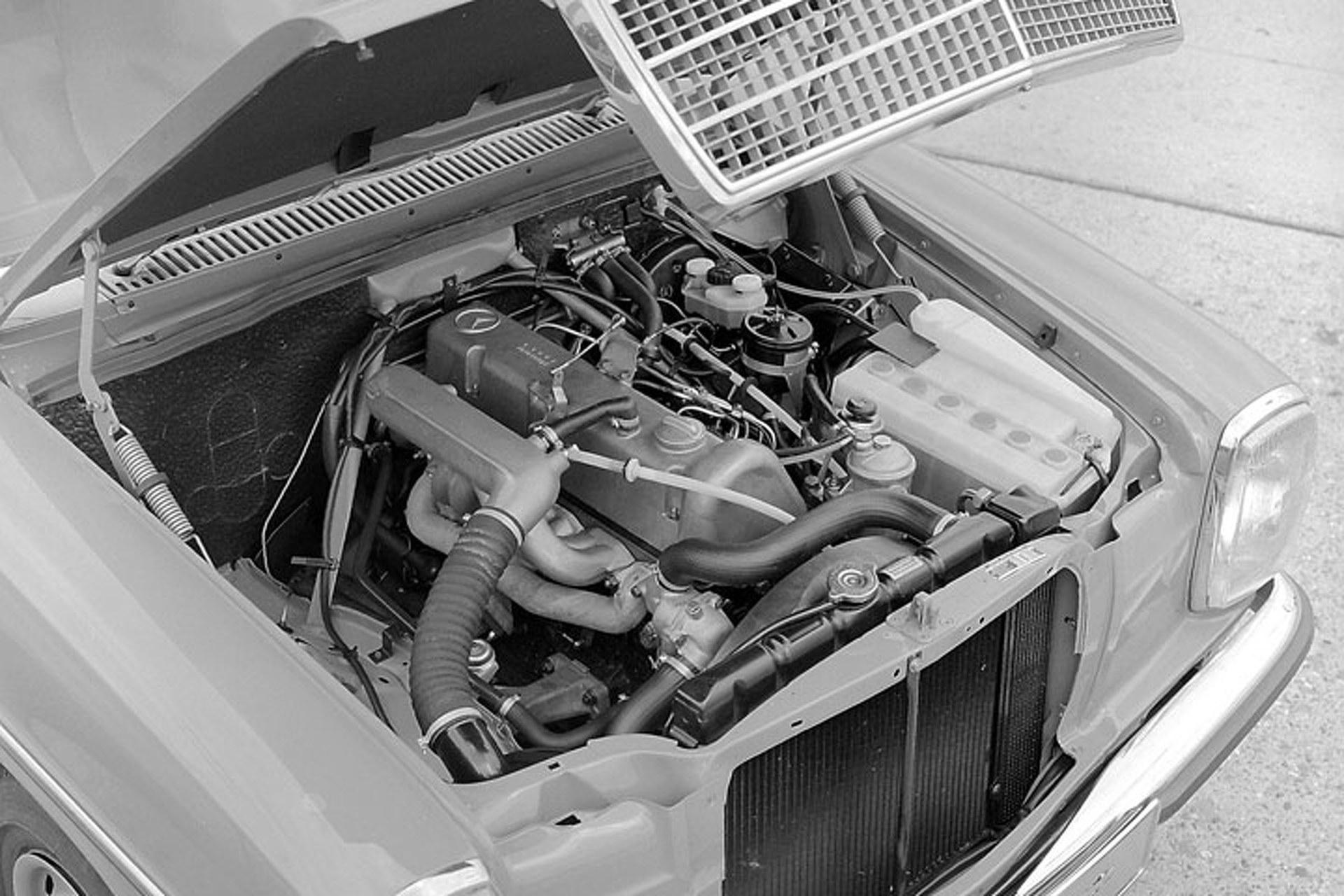 Four Decades: Mercedes Celebrates its Revolutionary Five-Cylinder Diesel