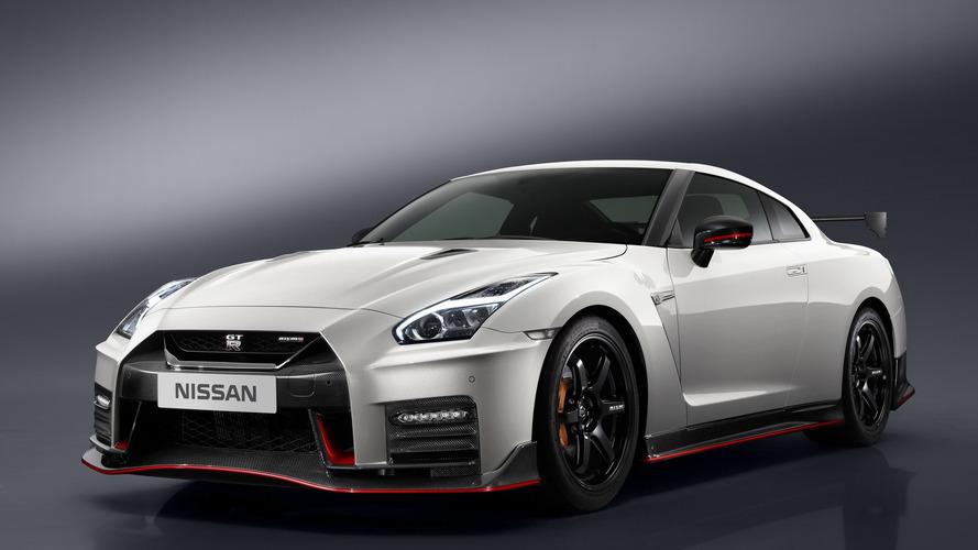 2017 Nissan GT-R NISMO gets the regular model's updates